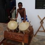 (13)Die Trommelkünste der jungen Musiker sind unfassbar
