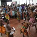 (20)Umwerfende Trommel- und Tanzaufführung der heimischen Kinder 1