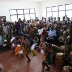 (21)Umwerfende Trommel- und Tanzaufführung der heimischen Kinder 2