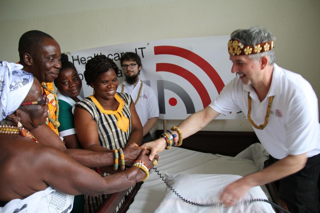 (31)Übergabe der Krankenhausausstattung an die Poliklinik in Husa 2