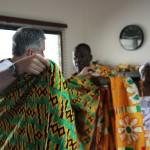 (5)Einkleidung unter Anleitung  durch Chief und Mama 2
