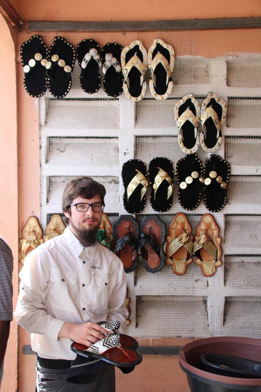 Auswahl der Schuhe für die Zeremonie am Freitag
