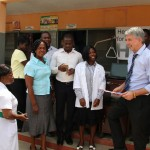 Übergabe der Krankenhausgüter an das Health Centre in Kpetoe 1