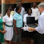 Übergabe der Krankenhausgüter an das Health Centre in Kpetoe 3