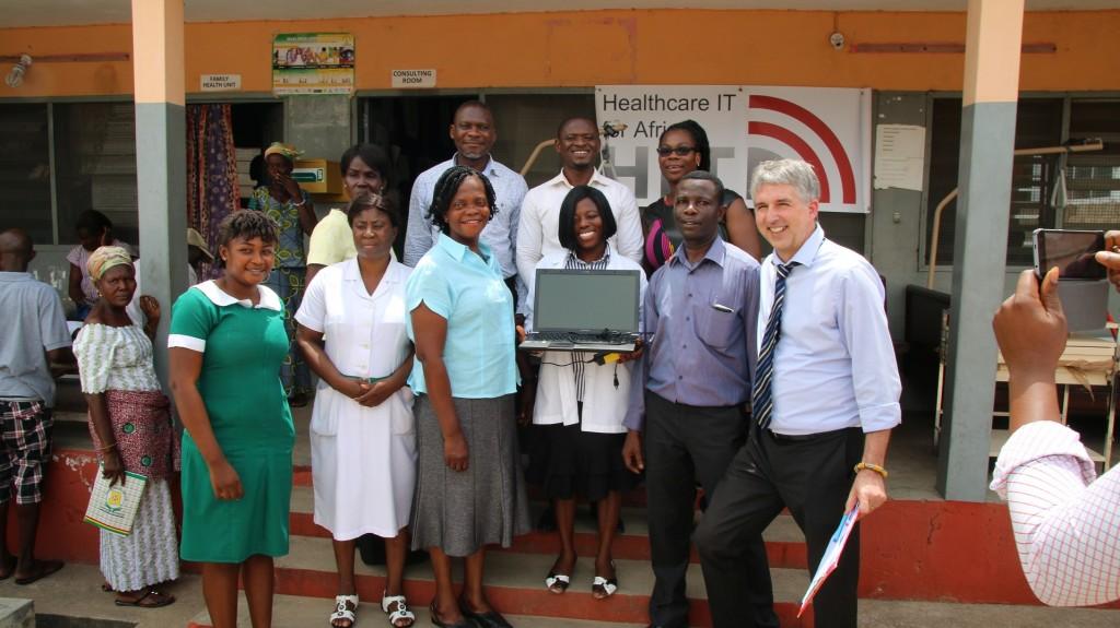 Übergabe der Krankenhausgüter an das Health Centre in Kpetoe 2